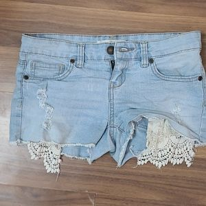 Shorts with lace pocket